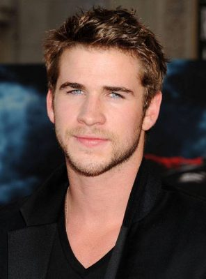 est Liam Hemsworth Dating quelqu'un 2015 datant cheminées en fonte