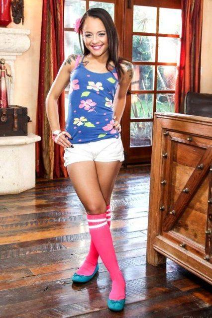 Handrix holly Holly Hendrix